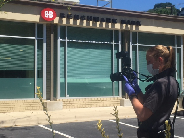 Police investigating Benchmark Bank robbery on North Lamar_279980