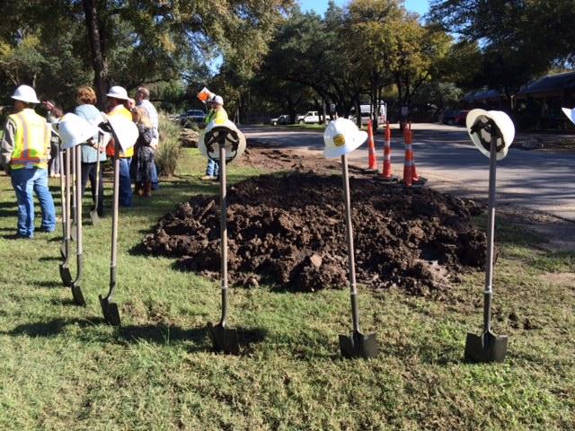 Officials begin construction Bee Cave Road_374417
