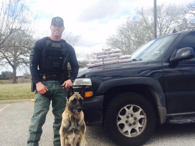 K9 Lobos and Sgt. Randy Thumann cocaine bust_397951