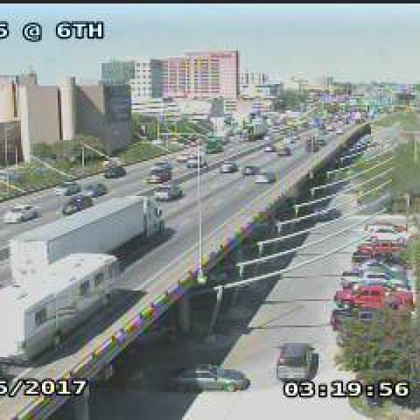 Traffic camera at IH-35 @ 6th (0500)_AUS_436698