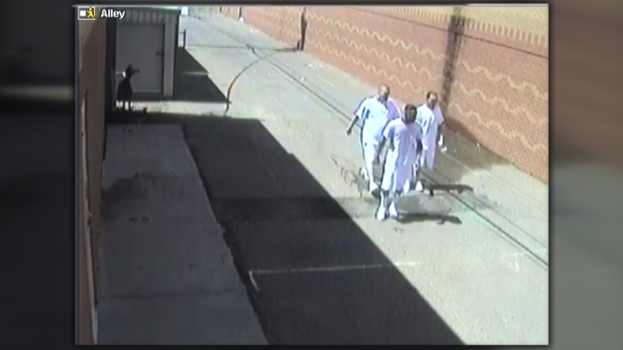 Video_shows_how_three_inmates_escaped_fr_0_20180717041038-846624080