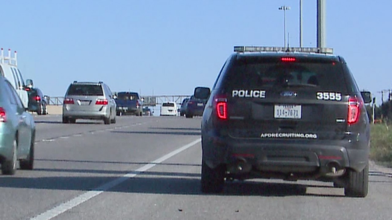 Officers_remind_drivers_to_move_over_or__2_20181114191938