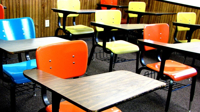 School desks_3546720242313864-159532