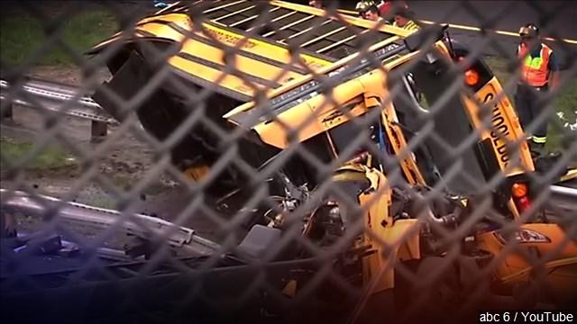 schoolbus_crashes_mgn_640x360_80517B00-FGIJL_1541176061194.jpg
