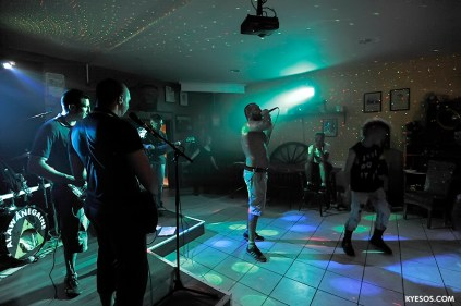 live on stage punk band Alawanegaine