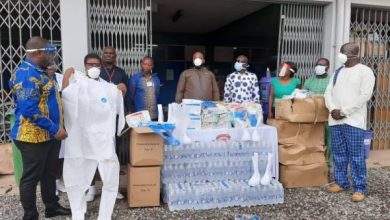 Photo of Ex-President John Mahama donates PPE's to Effia-Nkwanta Hospital