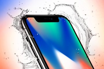 iPhone X being splashed