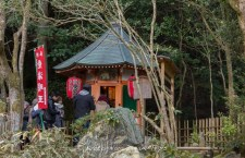 "The ""God of Love"" pavilion (aizenmyōō-愛染明王) on a small hill in the precincts of the Shinzenkoji (新善光寺), a sub-temple of Sennyū-ji Temple (泉涌寺) in Kyoto."