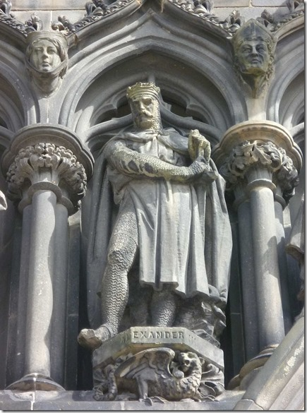 Alexander_III_statue,_West_door_of_St._Giles,_Edinburgh