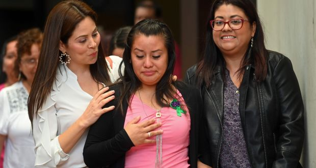 The-Salvadoran-woman-at-the-centre-of-a-controversial-abortion-trial-has-been-acquitted-of-all-charges..jpg