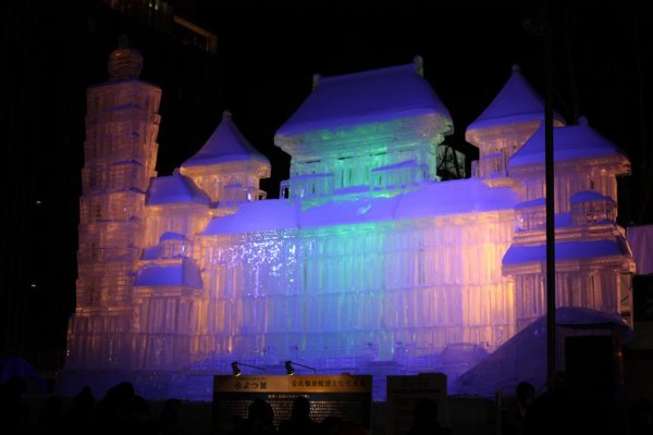 Large_Snow_Sculpture_Sapporo_Snow_Festival