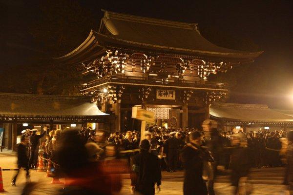 Meiji_Jingu_Shrine_at_Midnight_Tokyo