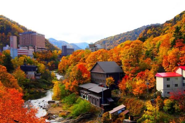 fall_foliage_jozankei_onsen_hokkaido