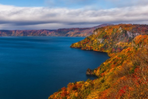 lake_towada_in_autumn_tohoku