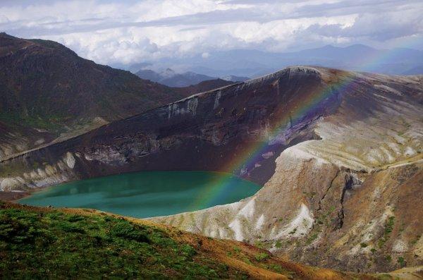 okama_crater_lake_mount_zao