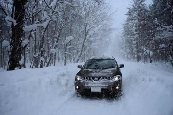 car_driving_hokkaido_winter