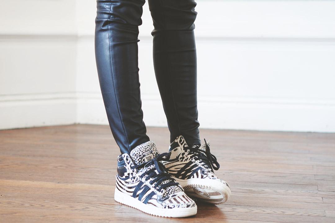 7_look_blog_mode_trendy_chale_baskets_adidas_topten_zebre.