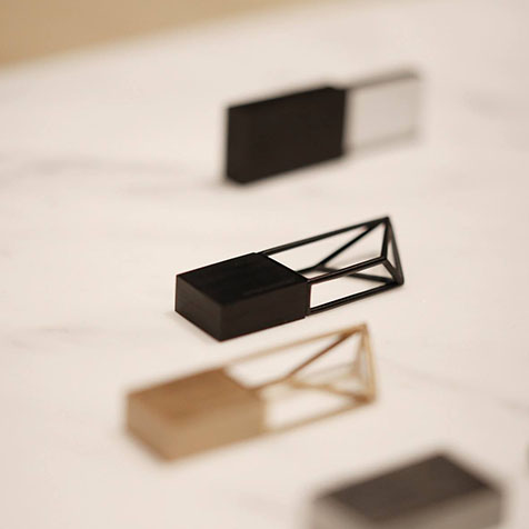 Clé USB 8 GO STRUCTURE BEYOND OBJECT (NOIR)