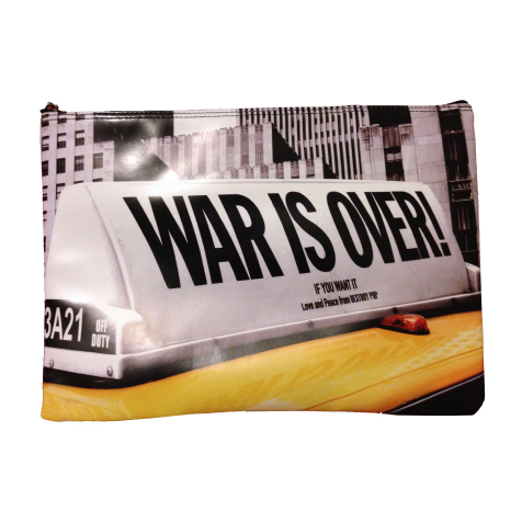 Housse pour ordinateur 13″ War is Over Taxi Destroy Pop
