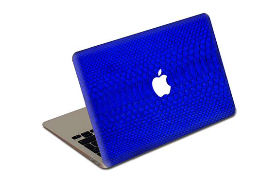 "Sticker cuir de python Jamie Clawson MacBook Air 13"" (Bleu)"