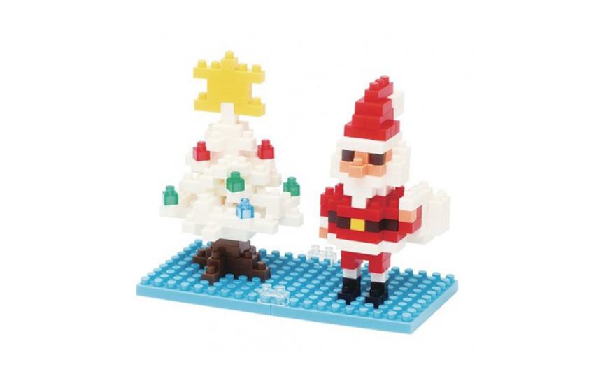 Nanoblock Père Noël devant l'arbre de Noël