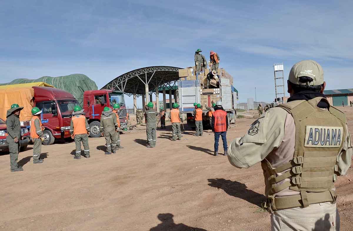Fuerzas Armadas decomisan 29 vehículos de contrabando en zonas fronterizas  de Oruro | La Época- Con sentido de momento histórico