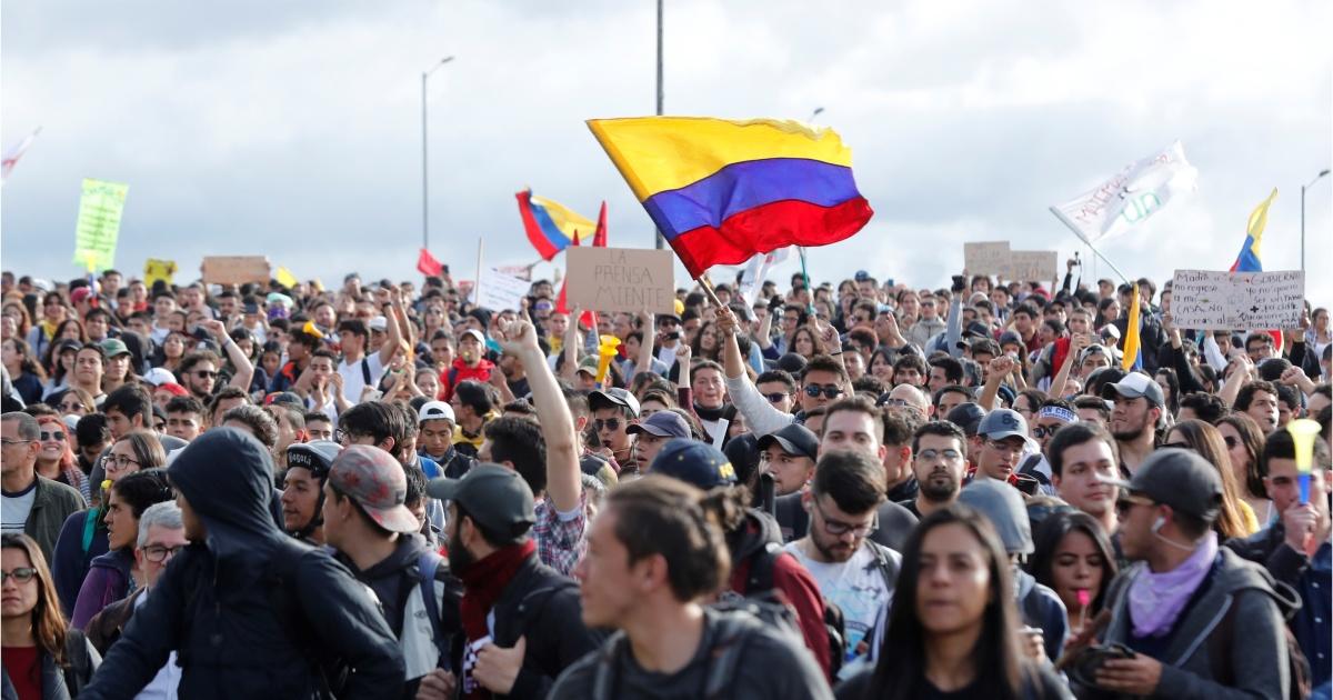 Miles de personas en Colombia marchan contra políticas del Gobierno | La  Época- Con sentido de momento histórico