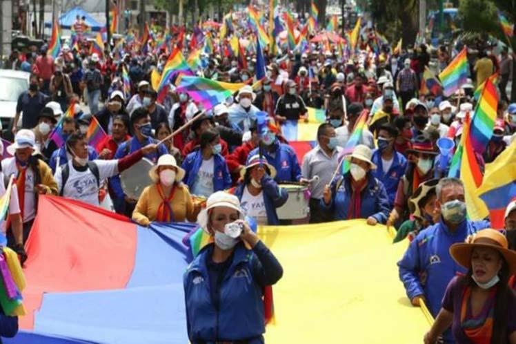 AVR–Ecuador-indigenas