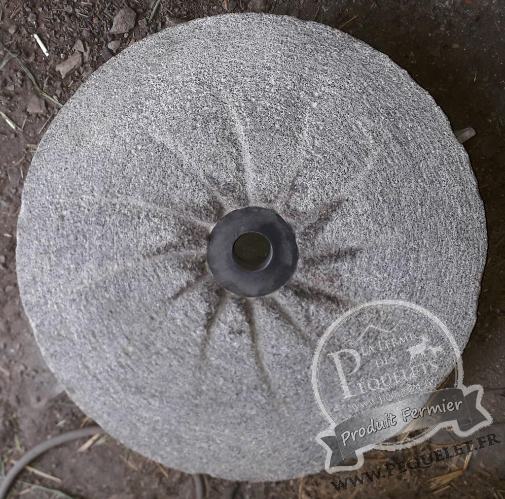 Meule de pierre usée