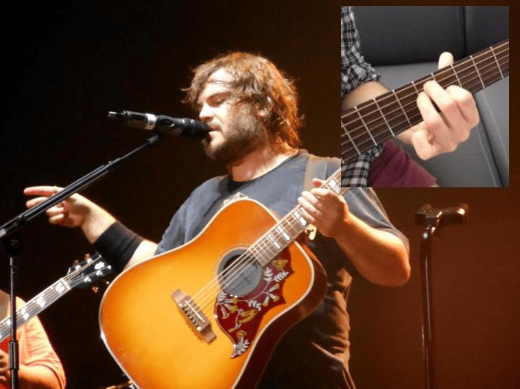 Jack black joue un Accord guitare