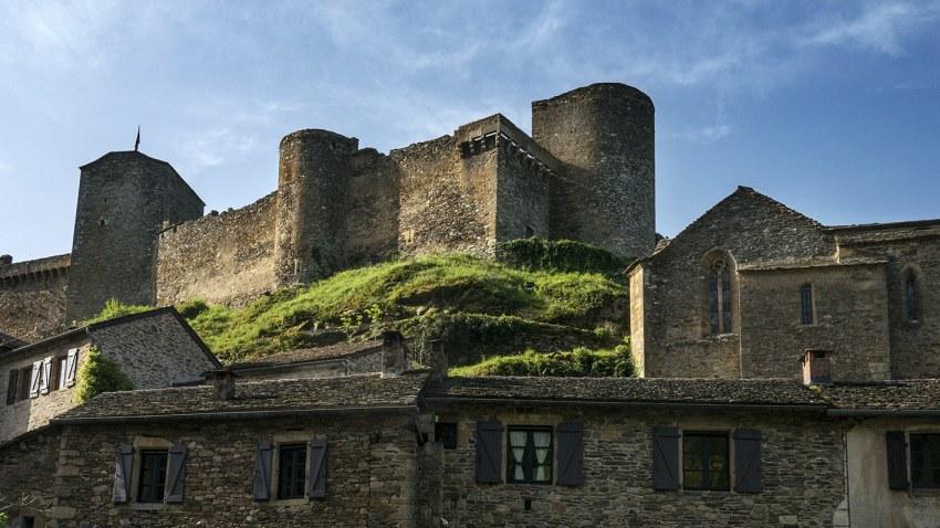 Aveyron Cest Theoreme Qui Nous Emmene Jusquau Chateau Et Fait La Visite Il Demonte Un A Les Prejuges Stereotypes Sur Le Moyen Age