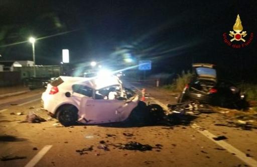 Falconara Marittima, schianto nella notte tra due auto, tre morti