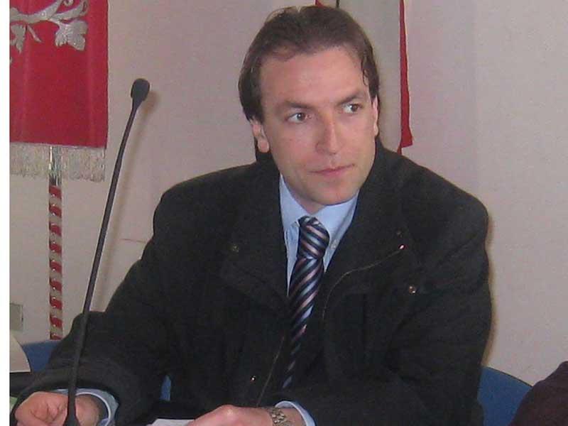 "< img src=""https://www.la-notizia.net/ordinanza"" alt=""ordinanza"""