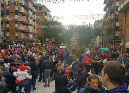"""< img src=""""https://www.la-notizia.net/carnevale"""" alt=""""carnevale"""""""