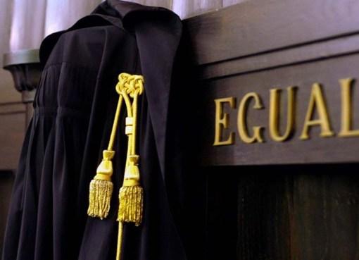 "< img src=""https://www.la-notizia.net/magistratura"" alt=""magistratura"""