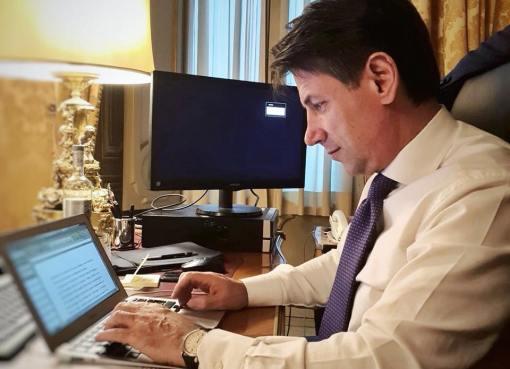 """< img src=""""https://www.la-notizia.net/ministri"""" alt=""""ministri"""""""