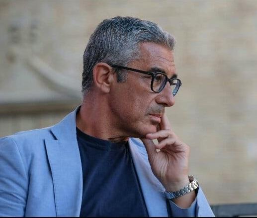 """< img src=""""https://www.la-notizia.net/il-dirigente"""" alt=""""il dirigente"""""""