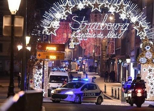 """< img src=""""https://www.la-notizia.net/strasburgo"""" alt=""""strasburgo"""""""