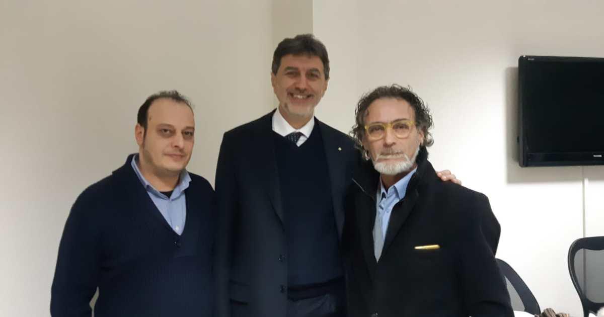 """< img src=""""https://www.la-notizia.net/martelli"""" alt=""""martelli"""""""