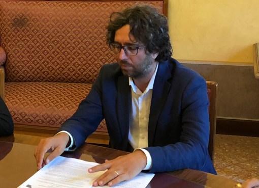 "< img src=""https://www.la-notizia.net/provincia"" alt=""provincia"""