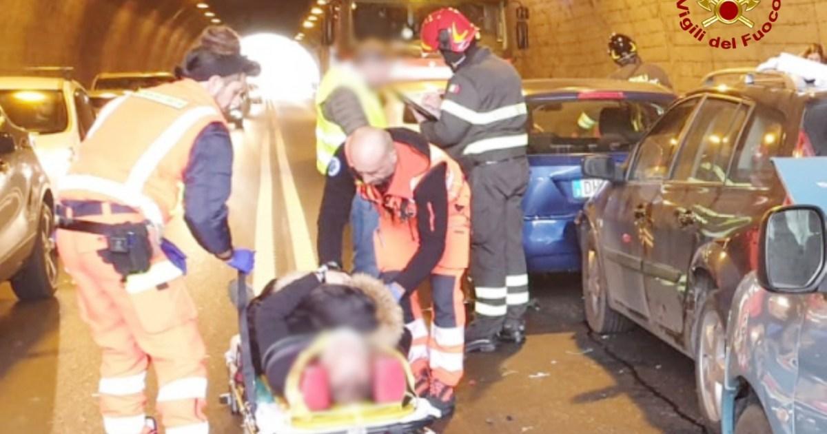 "< img src=""https://www.la-notizia.net/incidenti"" alt=""incidenti"""