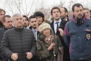 "< img src=""https://www.la-notizia.net/basovizza"" alt=""basovizza"""