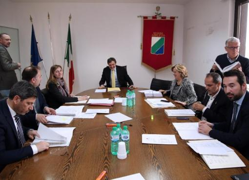"""< img src=""""https://www.la-notizia.net/giunta-regionale"""" alt=""""giunta regionale"""""""