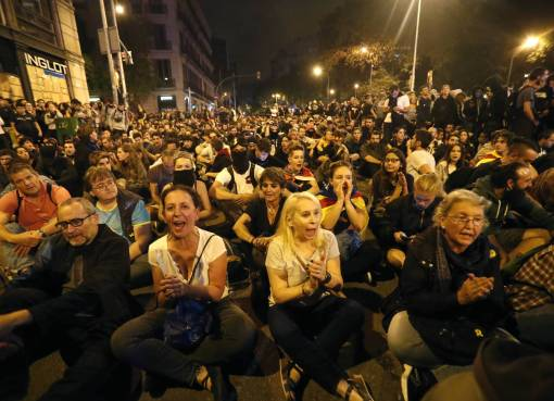 "< img src=""https://www.la-notizia.net/manifestazione"" alt=""manifestazione"""