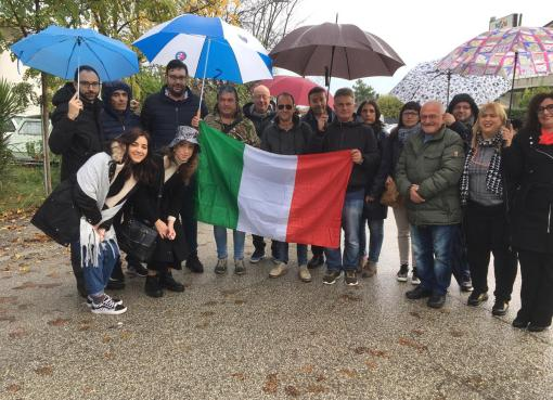"< img src=""https://www.la-notizia.net/fratelli"" alt=""fratelli"""