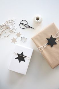 idees paquets cadeaux noel emballages rubans kraft etoiles