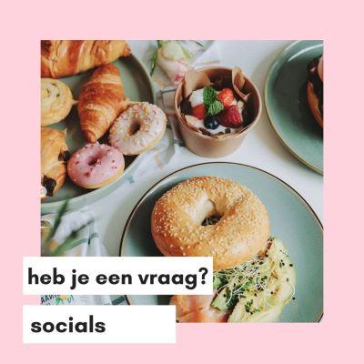 Roze en Wit Modern Koffie Thema Instagram Post (7)