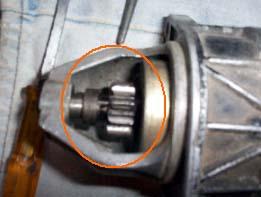 PRATIQUE : démontage, changement des charbons, et nettoyage d'un démarreur Ducellier 6202 B. (3/5)