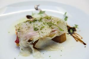 Rincón de Macaya.- •Torrada de escalibada con verduras asadas y bacalao ahumado.