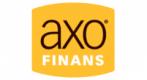 Bilde av logo til låneformidleren Axo Finans. Bakgrunnen er joker gul. Axo er skrevet med små bokstaver i sort. Etter O'en står det med svært små boktaver en R med sirkel rundt. I hvite store bokstaver står det under Finans.